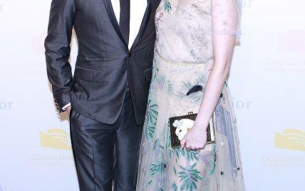 Неудачный выбор: Энн Хэтэуэй пришла на светский прием в платье, подчеркивающем недостатки ее фигуры