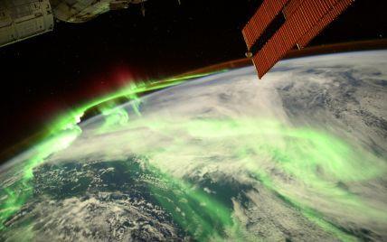 Зеленый ореол над полюсом Земли: французский астронавт опубликовал зрелищное фото