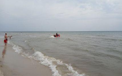 В море в Херсонской области отца с сыном унесло на матрасе: 8-летний мальчик утонул, мужчину ищут