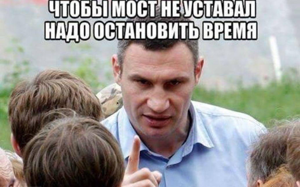Фотожабы о разрушении путепровода на Шулявке / © Фото из социальных сетей