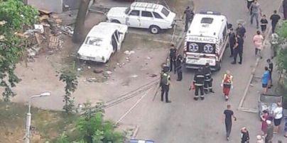 В Киеве взорвалось припаркованное авто, пострадали четверо людей