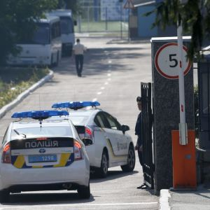 В Івано-Франківську вночі чоловік напідпитку на світлофорі влетів у машину патрульних