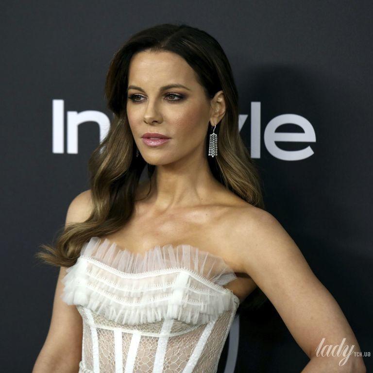В ефектній сукні і рожевих човниках: Кейт Бекінсейл помітили в Нью-Йорку