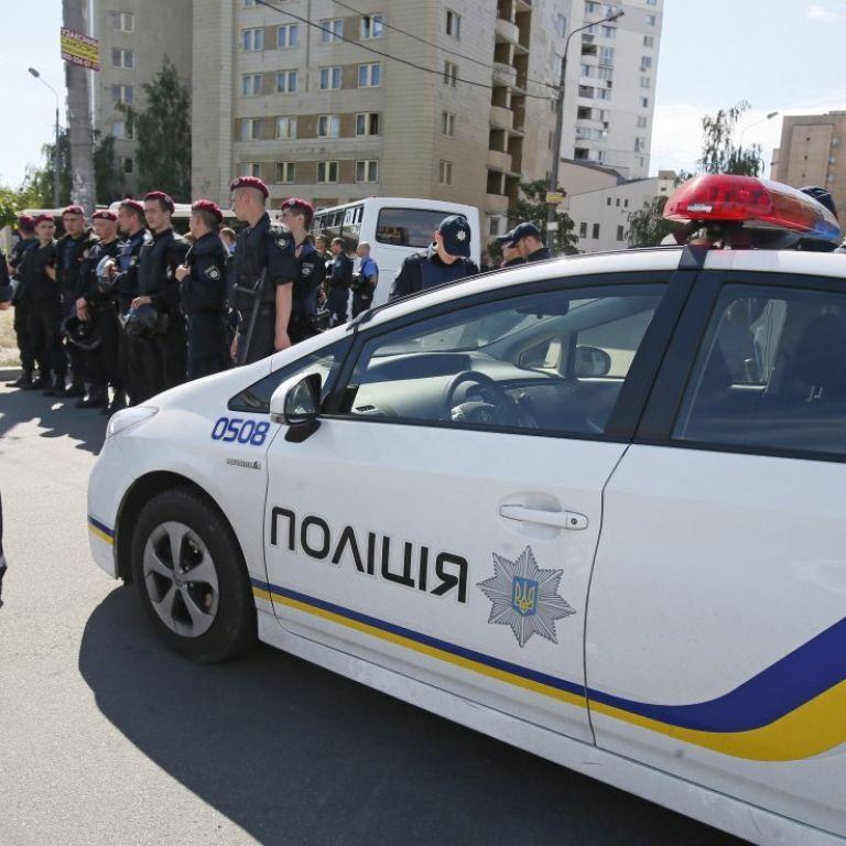 Поліція заперечує, що наряд викликали до квартири з замореними голодом дітьми