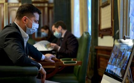 Зеленский призывает определить, кто первым из украинцев получит вакцину от коронавируса