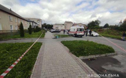 Искала работу: в Житомирской области мужчина в сквере зарезал женщину