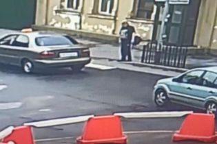 В Виннице мужчина напал на кредитный союз и угрожал работнице ножом