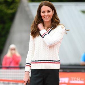 В джемпере Ralph Lauren: герцогиня Кембриджская поиграла в теннис