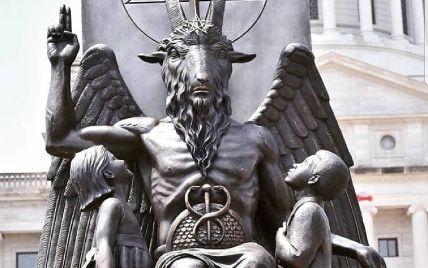 Церква Сатани встановила статую Бафомета в ім'я релігійної свободи перед Капітолієм штату Арканзас