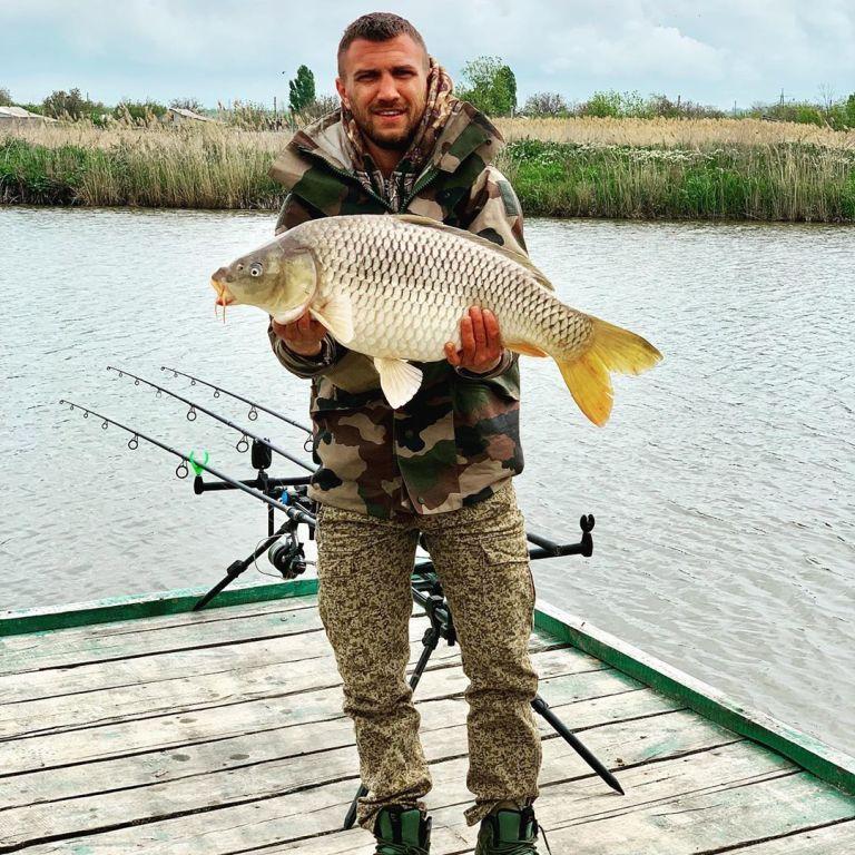 """""""Рибний день"""": Ломаченко похизувався уловом на риболовлі в Каліфорнії"""