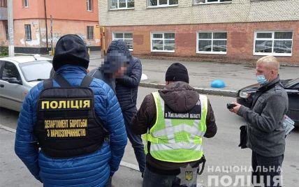 """""""Работал"""" даже во время перерывов между уроками: в Хмельницком учитель торговал наркотиками (фото)"""