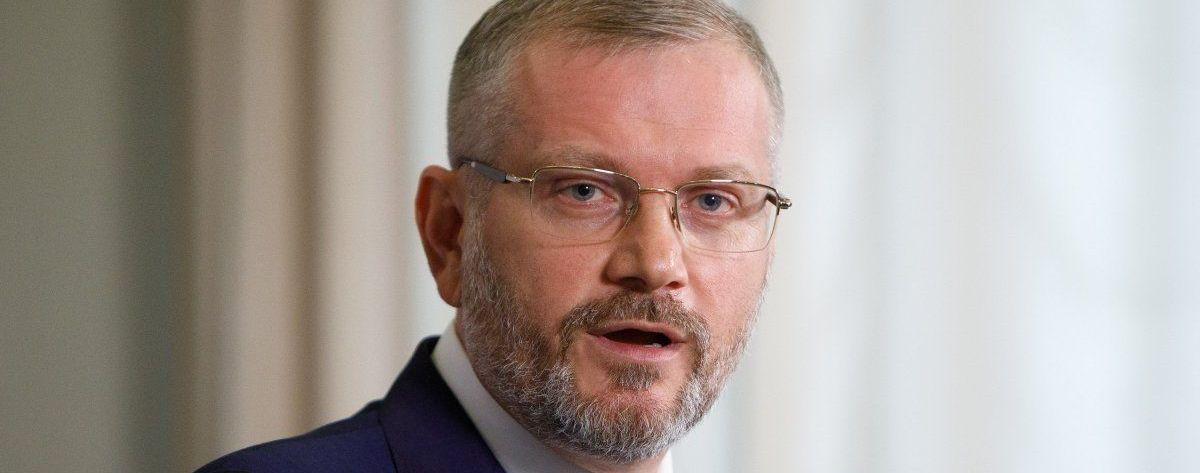 """Екс-директора """"Укрспецекспорта"""", нардепів Вілкула і Кривохатька та суддів викликали до НАЗК"""