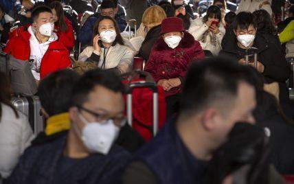 """Два пекінські аеропорти пускатимуть пасажирів до терміналів лише за """"кодами здоров'я"""""""
