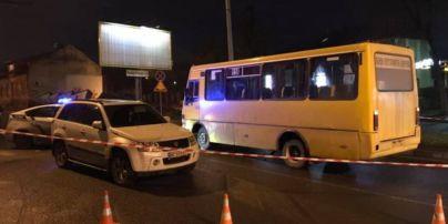 У Львові дівчина потрапила під колеса двох автомобілів і залишилася жива