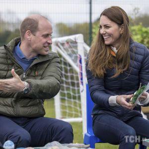Играли в теннис и сажали цветы: Кейт и Уильям показали видео с нового королевского мероприятия