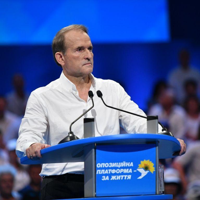 """Справа Медведчука: політик назвав обшуки та підозру """"політичною розправою"""" і заявив, що ховатися не буде"""