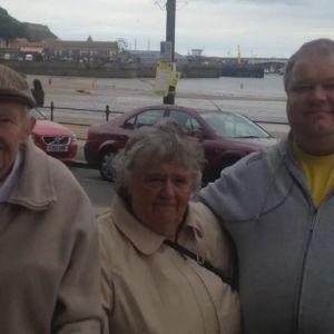 Британська родина вперше за 10 місяців зібралась разом на Різдво і після нього поховала вже 4 близьких