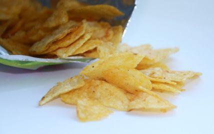 Коронавірус і погана погода: швейцарцям загрожує дефіцит чіпсів через неврожай картоплі