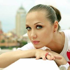 Співачка Євгенія Власова потрапила до реанімації й бореться за своє життя