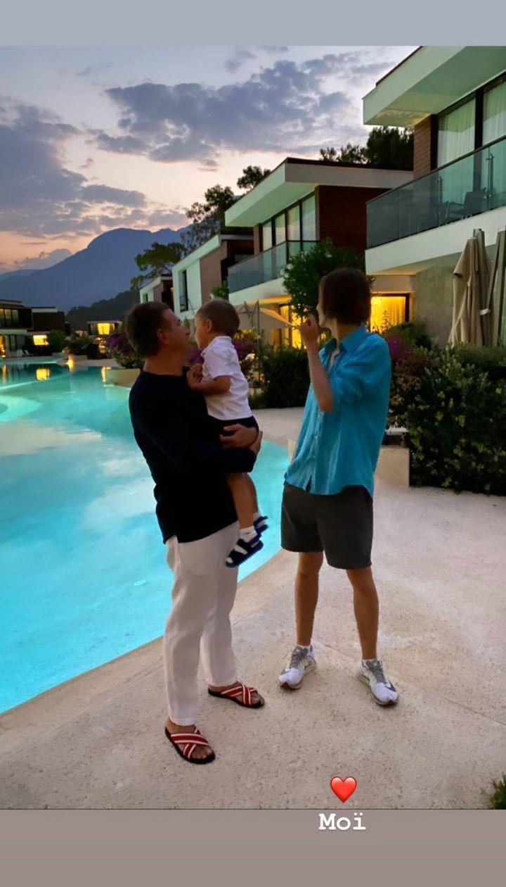 Юрій Горбунов з сином Іваном і Іллею - старшим сином Каті Осадчої / © instagram.com/kosadcha