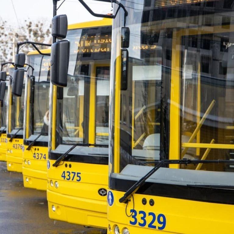 У Луцьку водійка тролейбуса сп'яну розтрощила два паркани і втекла з місця аварії