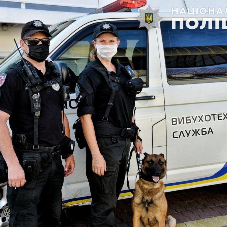 Масове замінування у Києві: перевіряють повідомлення про нібито вибухівки в ТРЦ і суді