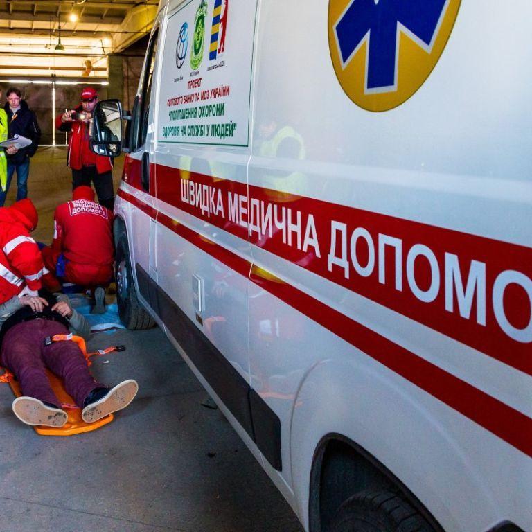 Утеплював квартиру: в Івано-Франківській області чоловік впав з четвертого поверху і вижив