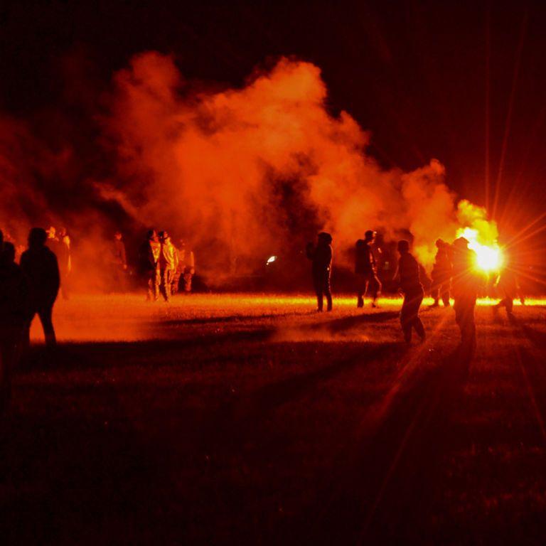 Розганяли сім годин: у Франції рейв-вечірка закінчилася сутичками з копами, є постраждалі