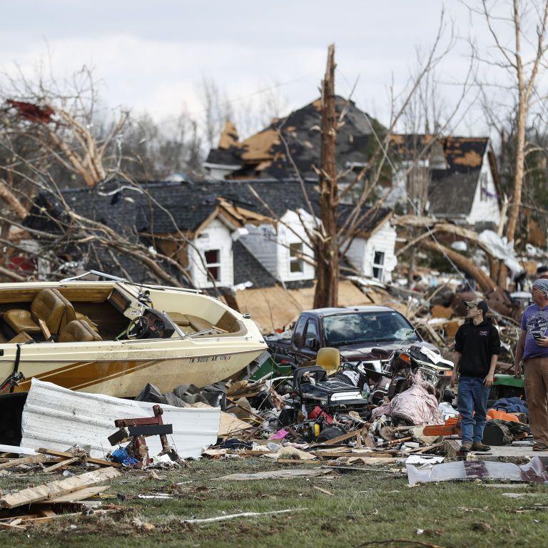 Разрушительные торнадо пронеслись над Чикаго: число пострадавших растет