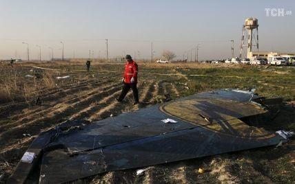 Украина отвергла предложение Ирана о компенсациях семьям погибших в сбитом под Тегераном самолете МАУ