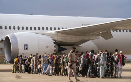 Захваченный Афганистан покинули не все желающие: около 200 украинцев просят эвакуировать их