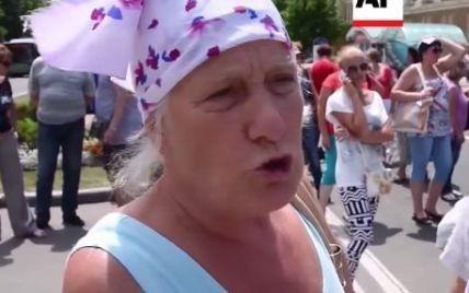 """В Донецке люди призывали """"ДНР"""" остановить бои: нас """"поимели"""" и забыли"""