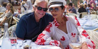 Майкл Дуглас и Кэтрин Зета-Джонс отметили 19 годовщину свадьбы