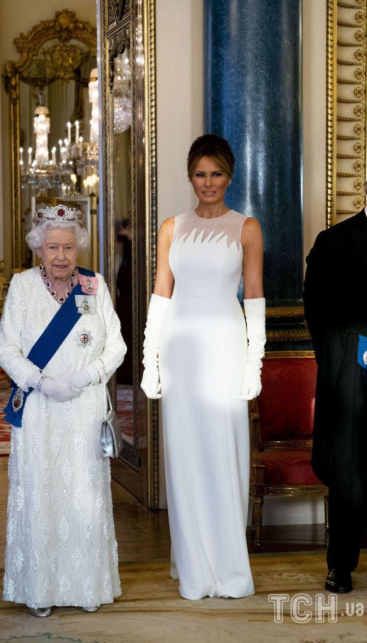 Президент Дональд Трамп, королева Єлизавета II, перша леді Меланія Трамп, принц Чарльз і герцогиня Корнуольська Камілла перед державним банкетом в Букінгемському палаці в Лондоні, 3 червня 2019 року / © Associated Press