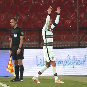 """Всерьез рисковал жизнью: в сборной Португалии рассказали о """"секретных"""" тренировках Роналду в детстве"""