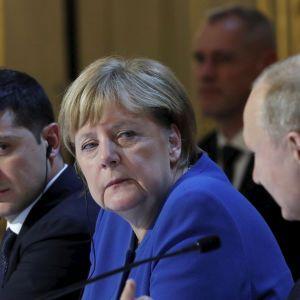 """""""Повинні підтримувати сильніше"""": Зеленський заявив про послаблення тиску Макрона і Меркель на РФ"""