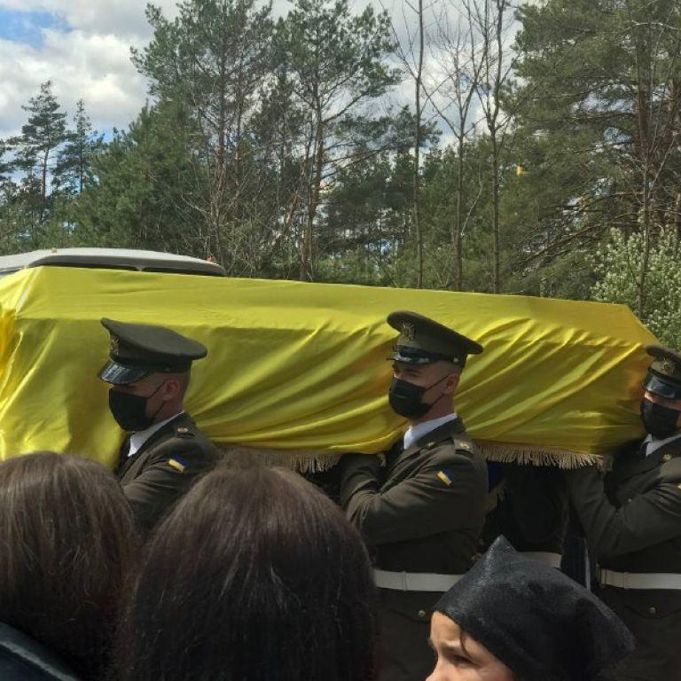 В Житомирской области простились с 22-летним разведчиком, погибшим на Донбассе