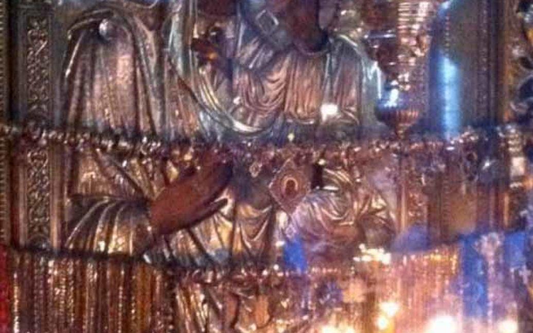 Міліція передала вкрадене золото / © cerkva.info