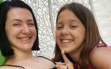 Сніжана Бабкіна показалася з донькою-іменинницею в однакових купальниках