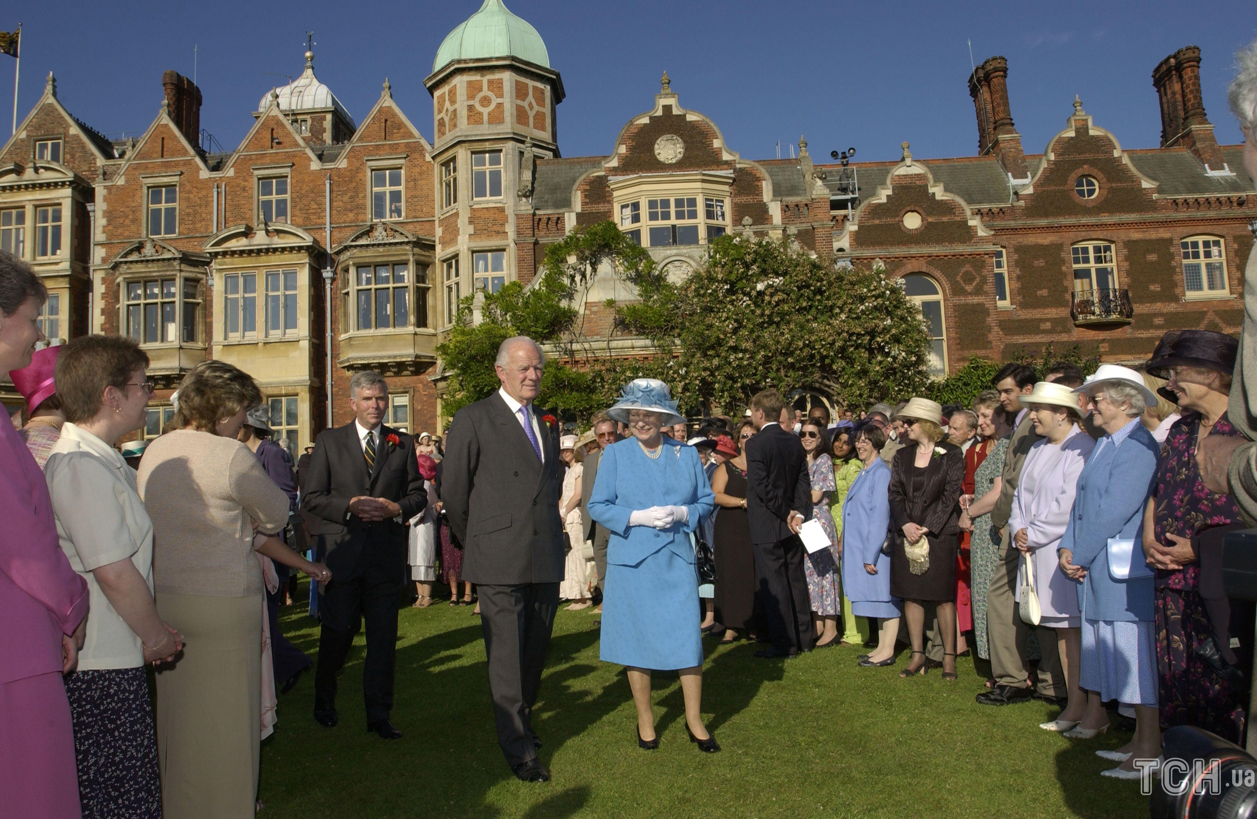 Королева Єлизавета II і сер Тімоті Колман / © Getty Images