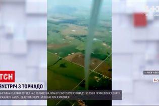 Новости мира: американец пролетел над торнадо на планере и снял стихию сверху
