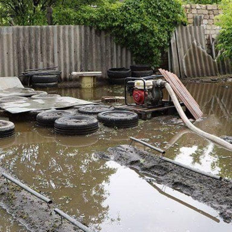 У Дніпрі десятки будинків після зливи стоять затопленими: там не будують зливову каналізацію