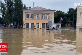 Новини України: у Керчі рятувальник вплав супроводжували човен, на якому був Аксьонов