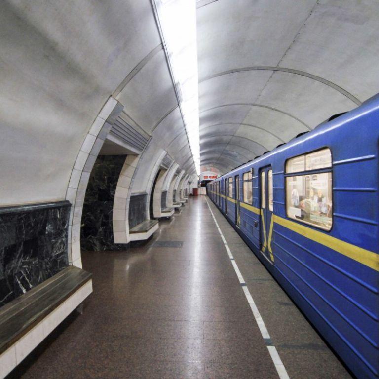 Бійка із сльозогінним газом: на одній із станцій київського метро стався інцидент