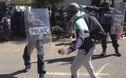 ЮАР всколыхнули массовые протесты, уличные беспорядки и мародерство: что случилось