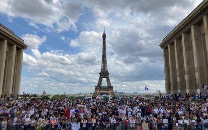 """В Париже во время протеста против """"ковидных паспортов"""" полиция применила газ"""