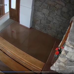 У церкві на Закарпатті злодій обробив руки антисептиком, перехрестився і викрав гроші для пожертв (відео)