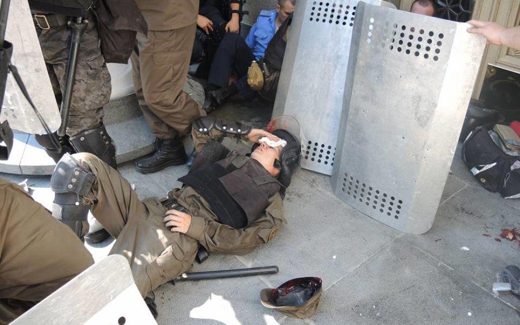 Були поранені десятки силовиків / © Facebook.com/Олександр Рудоманов