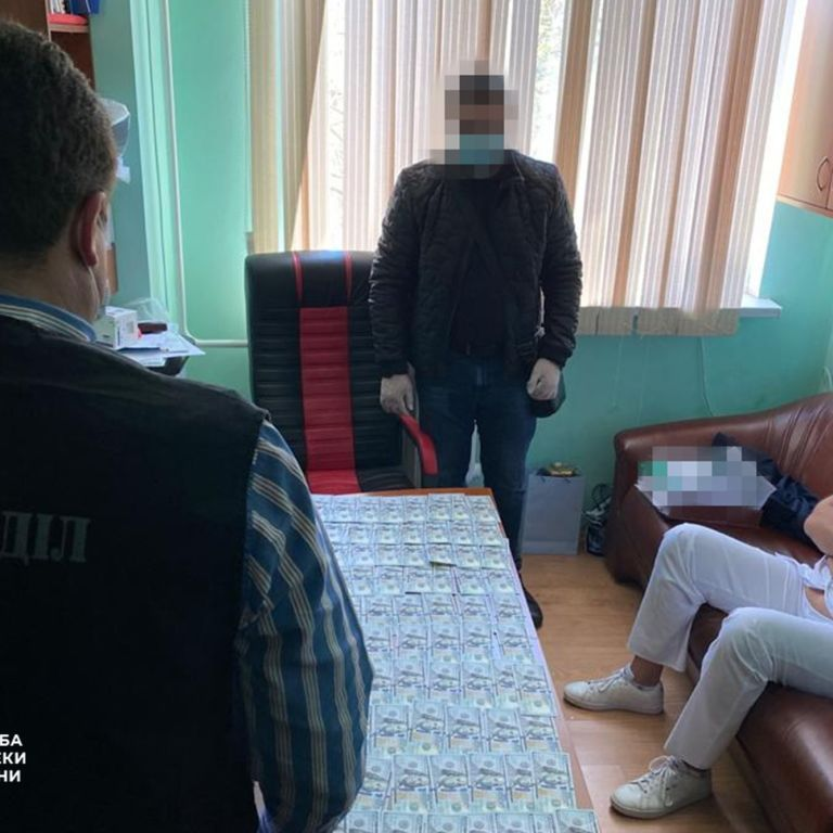 """В Одессе врачи областной больницы брали деньги с пациентов за """"бесплатные"""" операции на сердце"""