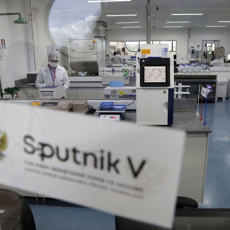 Роздадуть іншим країнам: словаки не хочуть щеплюватися російською COVID-вакциною Sputnik V